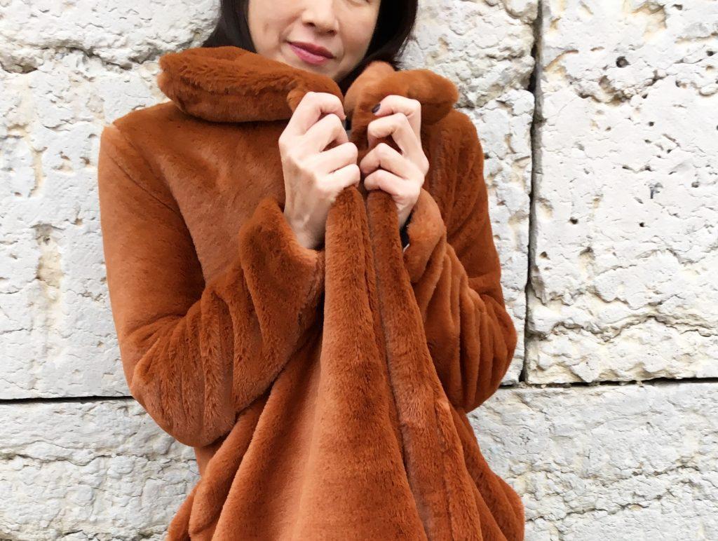 Veste Nadia by Coralie Bijasson - Fausse fourrure Pretty Mercerie - Chemise Louisantoinette Elsa Pulse - Pantalon Uniqlo