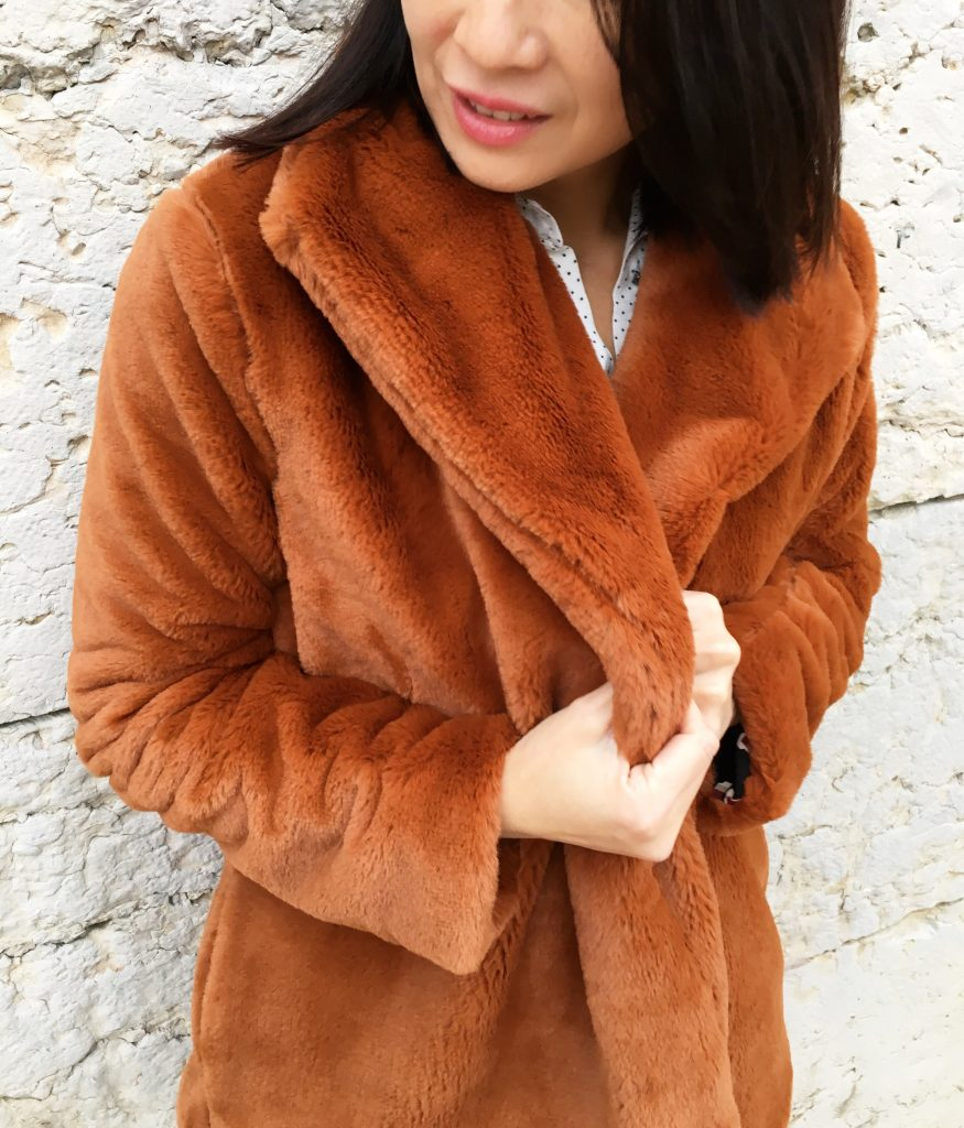 Veste Nadia by Coralie Bijasson - Fausse fourrure Pretty Mercerie - Chemise Louisantoinette Elsa Pulse - Pantalon Uniqlo mode couture