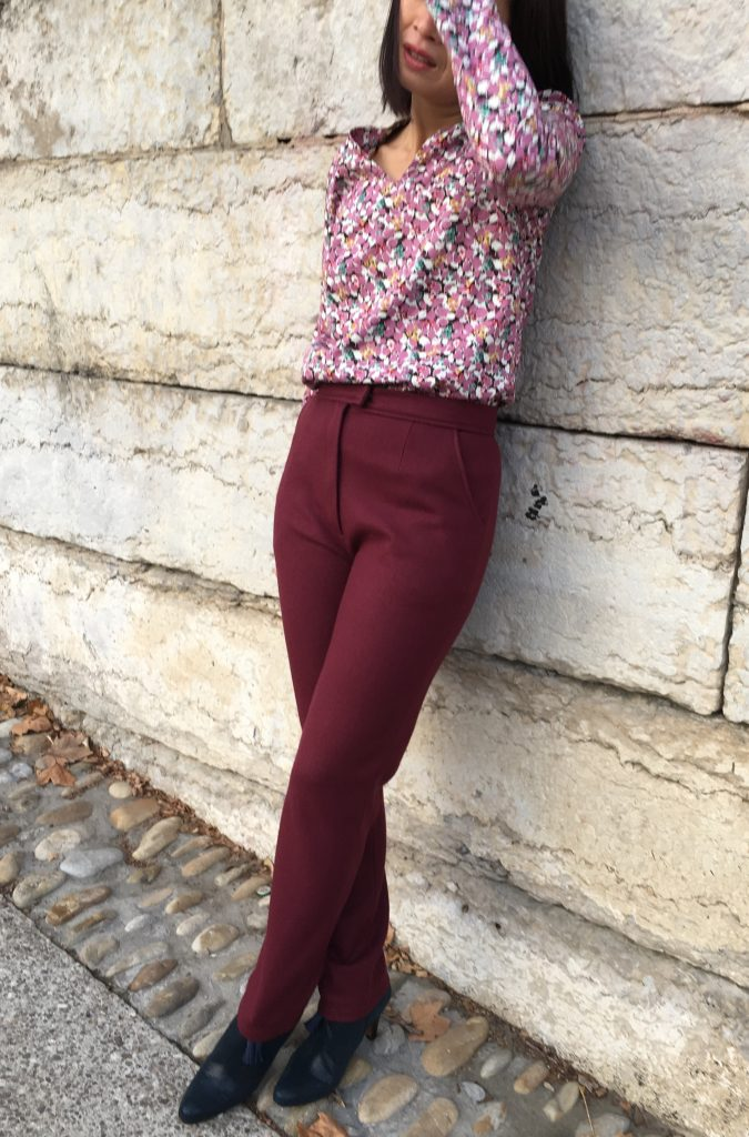 Pantalon 302 by DP Studio – Serge Laine Pretty Mercerie & Blouse Idylle by Atelier Scammit / Coton fleurs Pretty Mercerie- Bottines Concorde by My Eponyme mode couture