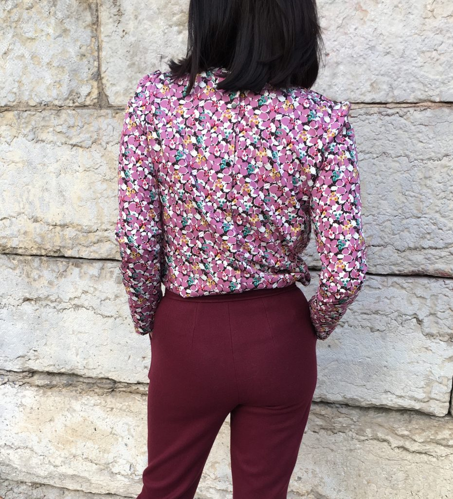Pantalon 302 by DP Studio – Serge Laine Pretty Mercerie & Blouse Idylle by Atelier Scammit / Coton fleurs Pretty Mercerie- Bottines Concorde by My Eponyme mode couture