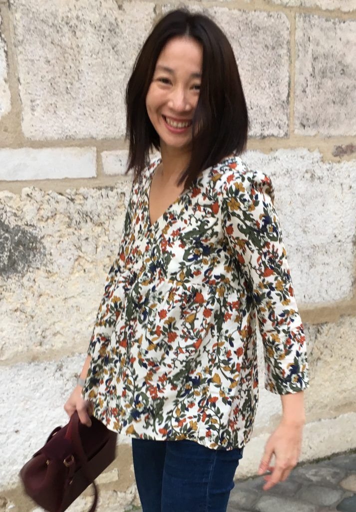 Blouse Eugenie by Atelier Scammit - Imprimé rustic flowers by Pretty Mercerie - Sac Polene